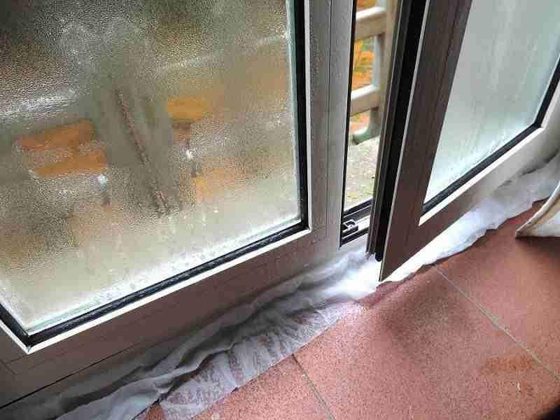 Problemi di muffa e condensa perini finestre - Condensa finestre alluminio ...