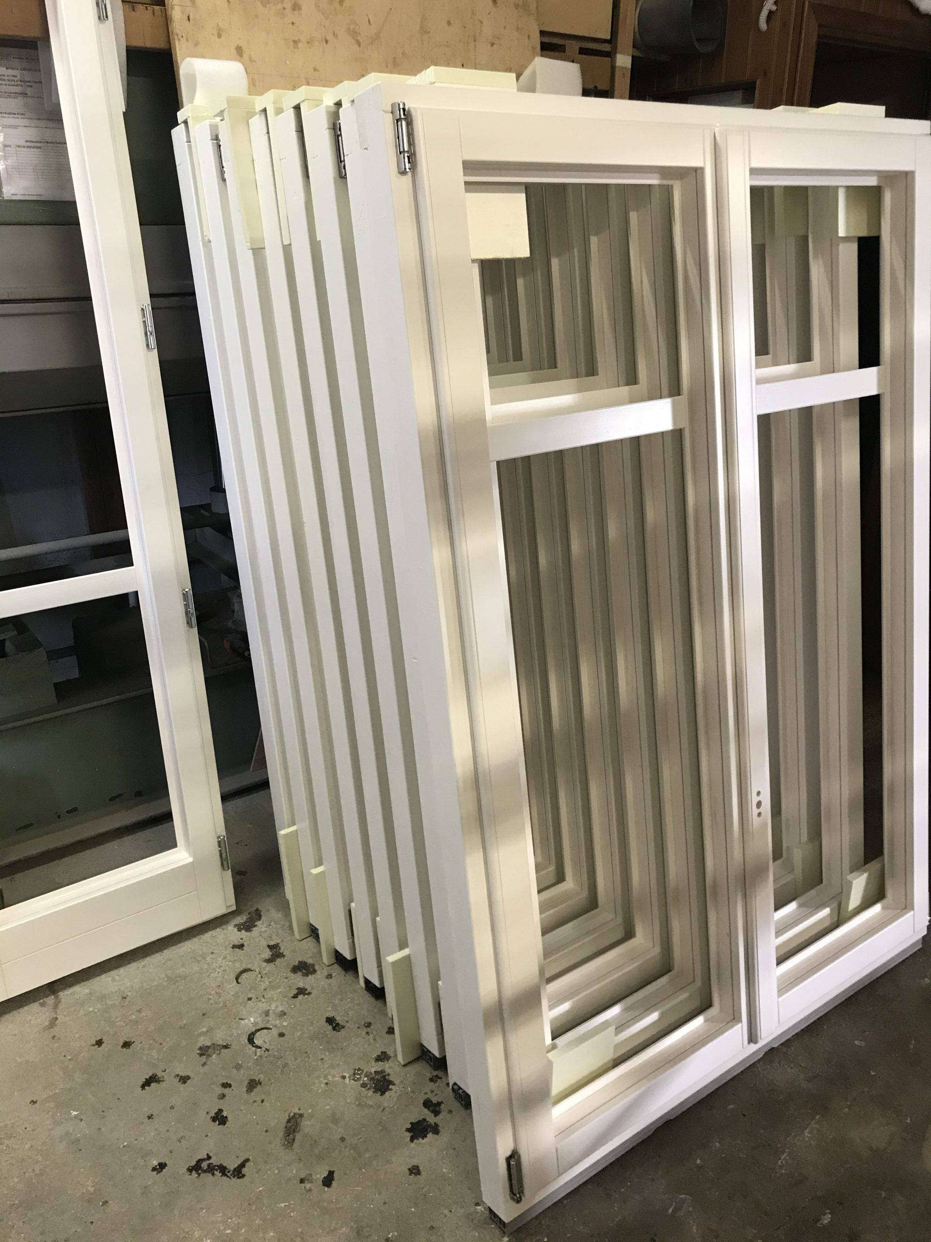La finestra in legno laccata bianca